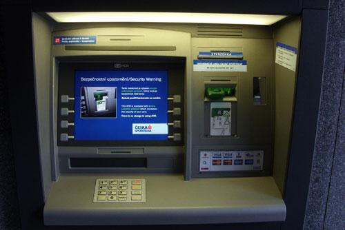 Чехия выбрала лучший банк года. Банкомат Česká spořitelna. Фото с официального сайта  22 октября 2009 года