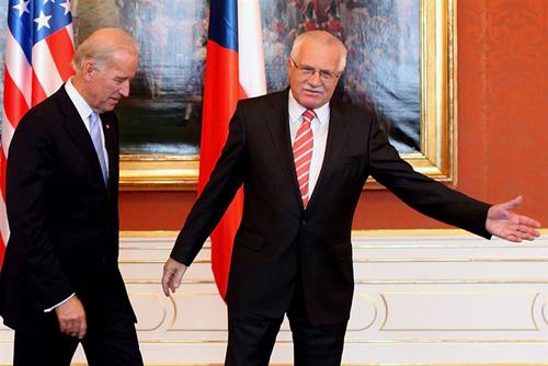 Чехия согласна с новым проектом ПРО. Джо Байден и Вацлав Клаус. Фото EPA  23 октября 2009