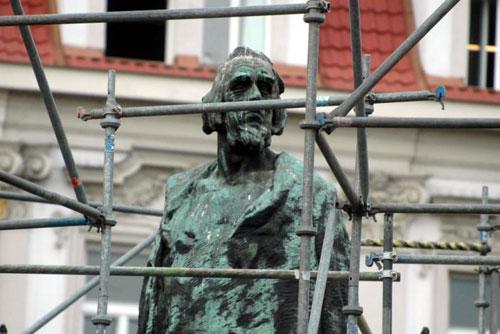 Памятник на Староместской площади преподнес сюрприз. Памятник Яну Гусу. Фото praha.eu  Текст: Александра Кириченко, 4 ноября 2009