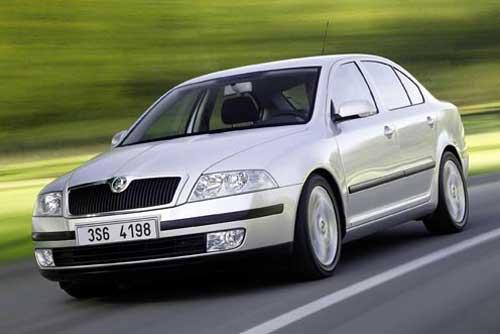 Škoda за 10 тыс. евро попробует потеснить «народный»  Renault Logan. Škoda Octavia. Фото с сайта autooboz.omega.kz  6 ноября 2009