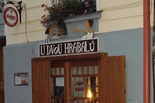 Пражская пивная на несколько дней вернулась в социализм. Пивная U Dvou Hrabalů. Фото с сайта Праги 3  7 ноября 2009 года