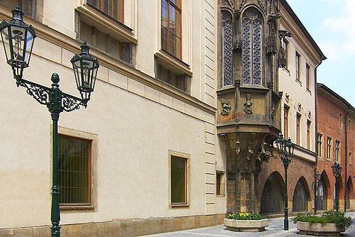 Консульство ЧР в Москве отказывается выдавать студенческие визы. Здание Карлова университета в Праге  Фото: CzechTourism  25 ноября 2009