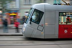 Пражские магазины и транспорт переходят на предрождественский график. Пражский трамвай  Фото: Василий Мазный  9 декабря 2009