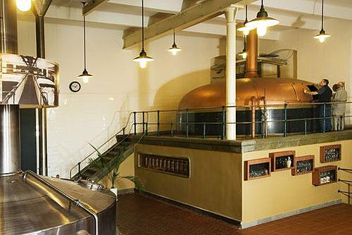 Самое популярное в России чешское пиво варят уже 135 лет. Исторический цех пивоварни Velké Popovice. Фото пресс-службы Plzeňský Prazdroj  15 декабря 2009