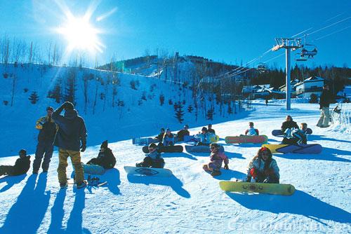 За прошлый сезон в чешских горах получили травмы 8887 человек. Сноубордисты в Крконошских горах  Фото: CzechTourism  18 декабря 2009 года