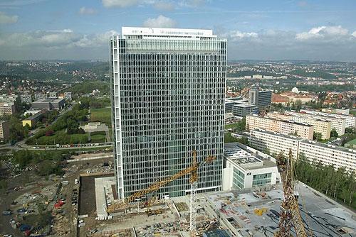 Самое высокое офисное здание Чехии продано за рекордную сумму. City Tower во время ремонта. Фото с сайта компании ECM Real Estate Investments  24 декабря 2009