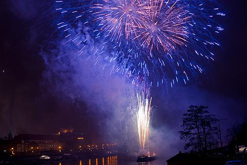 Праздничный салют в Праге пройдет не вечером 1 января, а прямо в новогоднюю ночь. Новогодний фейерверк в Праге 1 января 2010 года  Фото: Василий Мазный  26 декабря 2011