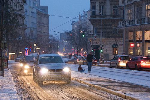 Чехию завалило снегом, Прага предпринимает чрезвычайные меры в ответ на затянувшийся снегопад. Снегопад в Праге не прекращается с 5 утра 8 января  Фото: Александра Кириченко  8 января 2010