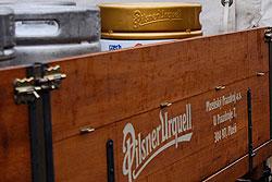 """Чехия везет на Олимпиаду в Ванкувер 120 бочонков пива.  """"Олимпийское"""" пиво упаковано для отправки в Ванкувер. Фото с официального сайта Чешского олимпийского комитета.  28 января 2010"""