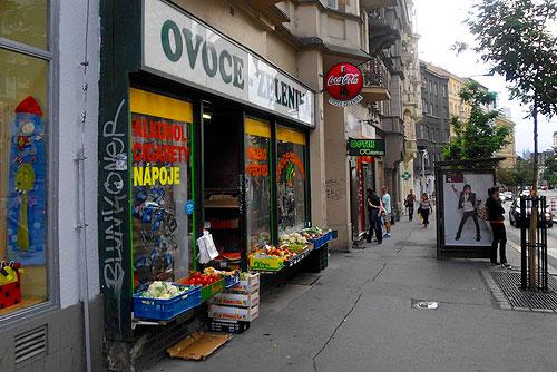 Вьетнамцы держат в Чехии 3 тысячи магазинов. Вьетнамский продуктовый магазин в Праге  Фото: Александра Кириченко  3 февраля 2010