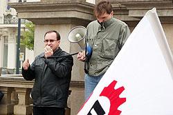 Чешская Рабочая партия объявлена вне закона. Председатель Рабочей партии Чехии Томаш Вандас (слева) на митинге. Фото с официального сайта  17 февраля 2010