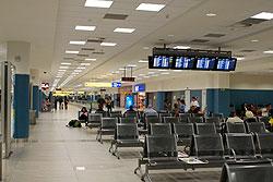 Полиция будет бороться с бомжами и нечестными таксистами в пражском аэропорту Рузине. В пражском аэропорту Рузине (Ruzyně)  Фото: Александра Кириченко  1 марта 2010