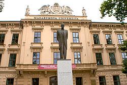 Юбилей первого президента Чехословакии Т.Г. Масарика отметят тремя акциями. Памятник Томашу Гарригу Масарику у университета в Брно  Фото: Александра Кириченко  3 марта 2010