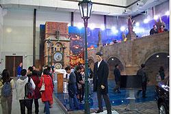 На выставке Expo Shanghai 2010 соорудили копию астрономических часов и Карлова моста.  Павильон Праги на EXPO Šanghaj 2010. Фото пресс-службы пражского магистрата.  26 апреля 2010