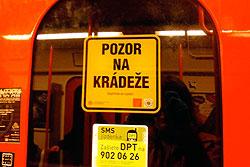 В центре Праги распоясались квартирные воры.  Жителей и гостей Праги предупреждают о карманниках в метро.  Фото: Александра Кириченко.  29 апреля 2010