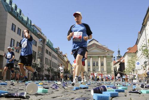 9 мая из-за марафона перекроют многие улицы Праги. Пражский марафон в 2008 году. Фото с официального сайта praguemarathon.com  4 мая 2010