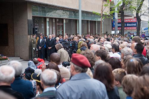 В Праге отметили 65-летний юбилей майского восстания. У здания Чешского радио на Виноградах 5 мая 2010 года  Фото: Василий Мазный  5 мая 2010 года