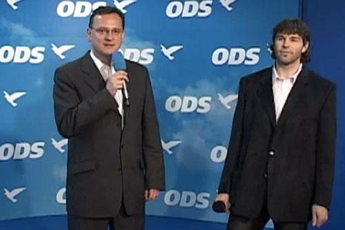 Яромир Ягр выразил поддержку Гражданским демократам. Петр Нечас и Яромир Ягр. Кадр из видео с сайта ODS.  26 мая 2010 года