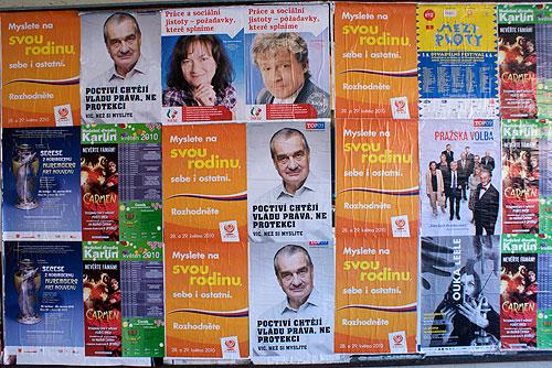 Выборы в Чехии: где и как голосует политическая элита и рядовые граждане. Предвыборные плакаты на улице Праги  Фото: Александра Кириченко  27 мая 2010
