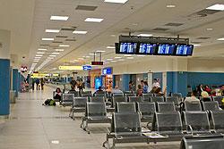 Доехать до пражского аэропорта можно за полцены. Терминал аэропорта Праги  Фото: Александра Кириченко  10 июня 2010