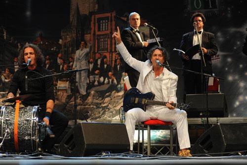 Выступление Горана Бреговича можно будет услышать с пражских мостов и набережных. Горан Брегович выступит в Праге. Фото с сайта фестиваля Sen letní noci  19 июля 2010