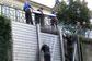 В Праге из-за затянувшихся дождей возможно наводнение.  Монтаж противопаводковой конструкции у Влтавы. Фото пресс-службы магистрата Праги.  31 мая 2013
