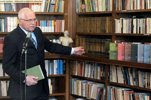 Вацлав Клаус предлагает закрыть посольства Чехии в странах Евросоюза. Президент Чехии Вацлав Клаус. Фото с официального сайта hrad.cz  2 сентября 2010 года