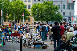 Пражские Винограды на один день станут пешеходной зоной.  На площади Мира нередко проходят различные мероприятия, например блошиные рынки.  Фото: Василий Мазный.  15 сентября 2010