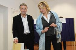 На коммунальных выборах в Чехии в первый день проголосовало меньше трети избирателей.  Мэр Праги Павел Бэм, которому предстоит вскоре покинуть должность, тоже проголосовал. Пресс-служба магистрата Праги.  15 октября 2010