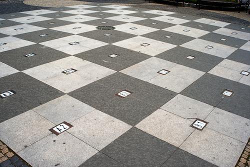 Гигантские шахматы из Чехии попали в Книгу рекордов Гиннесса. Гигантская шахматная доска в центре Братиславы  Фото: Василий Мазный  1 ноября 2010