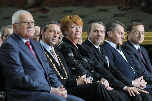 Прага прощается со старым мэром, не определившись с новым. Президент Чехии Вацлав Клаус попрощался с мэром Праги Павлом Бемом и его командой. Фото пресс-службы Пражского магистрата  4 ноября 2010