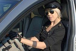 В Праге появились гламурные такси-лимузины с женщинами за рулем. В Праге появилась служба такси-лимузинов с водителями-женщинами. Фото с сайта GlamourCars.cz  26 ноября 2010