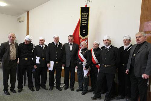 Пражское учебное заведение в 2011 году выпустит 37 дипломированных трубочистов. Мэр Праги Богуслав Свобода и трубочисты. Фото пресс-службы мэрии Праги  25 января 2011