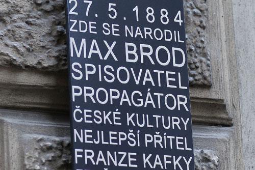 В Праге открыли мемориальную доску Макса Брода — писателя, философа и душеприказчика Кафки. На доме в Праге, где родился Макс Брод, установили мемориальную доску. Фото пресс-службы пражского магистрата  27 января 2011 года