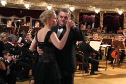 Мэр Праги станцевал на балу в Опере. Мэр Праги Богуслав Свобода на балу в Государственной опере. Фото пресс-службы мэрии Праги  7 февраля 2011