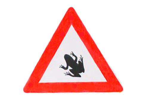 """В Карловых Варах автодороги перекроют из-за миграции лягушек. Знак """"Осторожно, жабы!""""  5 апреля 2011"""