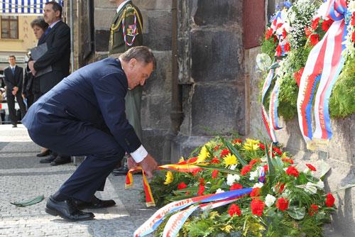 Столица Чехии отметила годовщину Пражского восстания. Мэр Праги Богуслав Свобода на Староместской площади. Фото пресс-службы мэрии Праги  5 мая 2011
