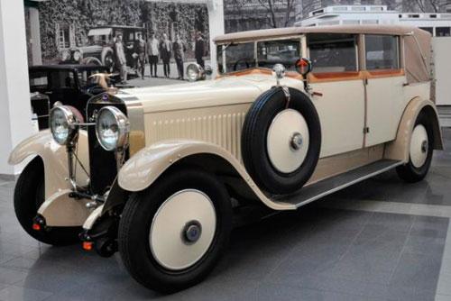 Ровно 85 лет назад на дорогах появился первый пассажирский автомобиль Škoda. Автомобиль Škoda Hispano Suiza в музее Škoda в Млада-Болеславе  10 мая 2011