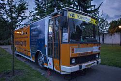 По Праге четвертое лето подряд курсирует киноавтобус.  Киноавтобус в Праге в 2010 году. Фото с сайта dpp.cz.  1 июня 2011
