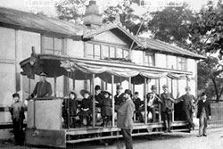 Пражские «электрические дороги» отмечают 120-летие.  Один из первых пражских трамваев. Фото с сайта dpp.cz.  15 июля 2011