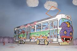 Пражские школьники придумывают дизайн для трамвая.  Пражские школьники придумают дизайн для трамвая. Изображение пресс-службы мэрии Праги.  12 сентября 2011