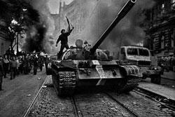 Фотовыставка «Вторжение 68 Прага» пройдет в Москве. Фото Йозефа Коуделки из цикла «Вторжение 68 Прага»  4 октября 2011