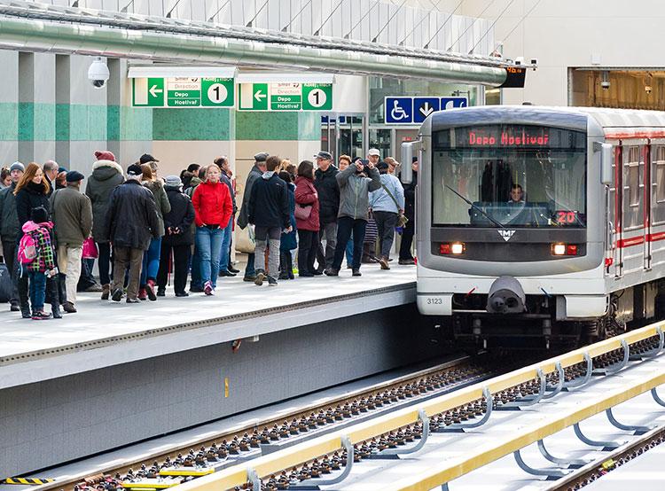 Валидаторы на станциях пражского метро больше не работают. Пражское метро. Фото пресс-службы dpp.cz  18 сентября 2018 года