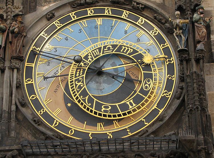 Чехия может навсегда застрять в зимнем времени. Астрономические часы на Староместской ратуше. Фото: Praha.eu  4 ноября 2018 года