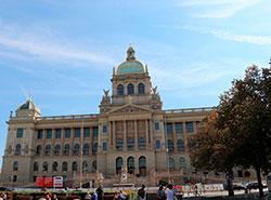 Национальный музей в Праге открылся после ремонта и до Нового года работает бесплатно. Историческое здание Национального музея в Праге после реконструкции. Фото пресс-службы Národní muzeum  7 ноября 2018