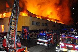Ущерб от пожара в пражском батутном центре составил 20 миллионов крон. Пожар в пражском батутном центре. Фото: Роман Пута, пожарная охрана Чешской Республики (HZS Praha)  10 ноября 2018