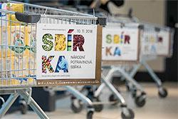Посетители чешских магазинов собрали 321 тонну продуктов для нуждающихся. Фото из фейсбука акции Národní potravinová sbírka  12 ноября 2018