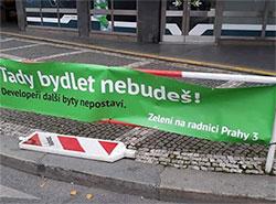 Прагу 3 заполонили фальшивые плакаты от Партии зеленых. Фото. Один из дезинформирующих баннеров. Фото Партии зеленых  12 ноября 2018