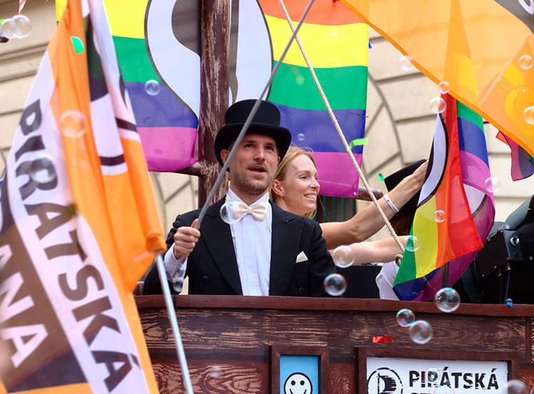 Чешский парламент приступает к обсуждению проекта легализации однополых браков. Будущий мэр Праги Зденек Гржиб на Prague Pride 2018. Фото Пиратской партии  14 ноября 2018 года