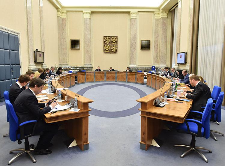 Чехия не будет подписывать Всемирный пакт ООН о миграции. Заседание правительства Чехии. Фото vlada.cz  14 ноября 2018